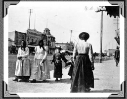 Galician immigrant women on Main Street, Winnipeg May 1899. NHQ - Selkirk College Library